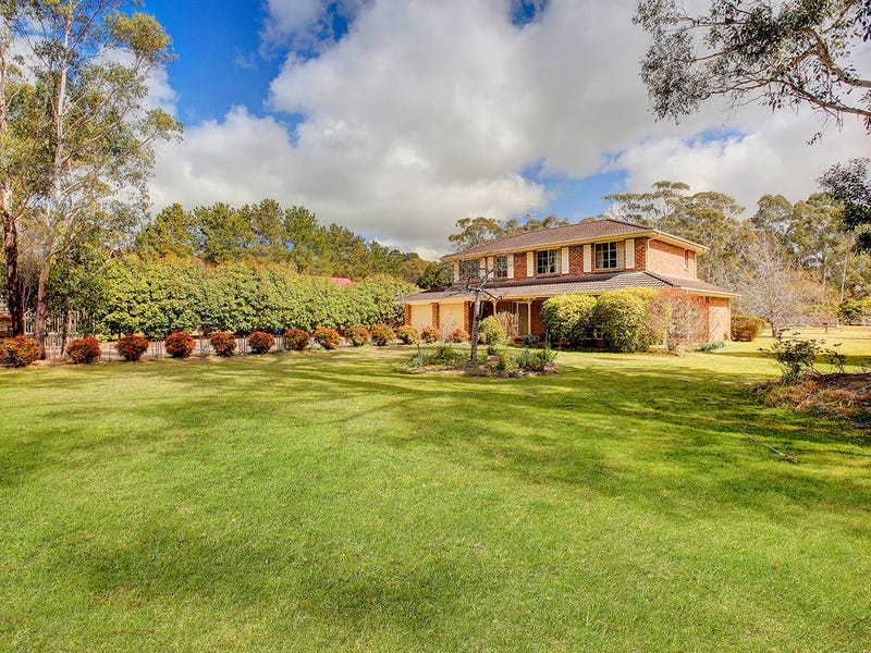 18 Farnborough Drive, Moss Vale, NSW 2577