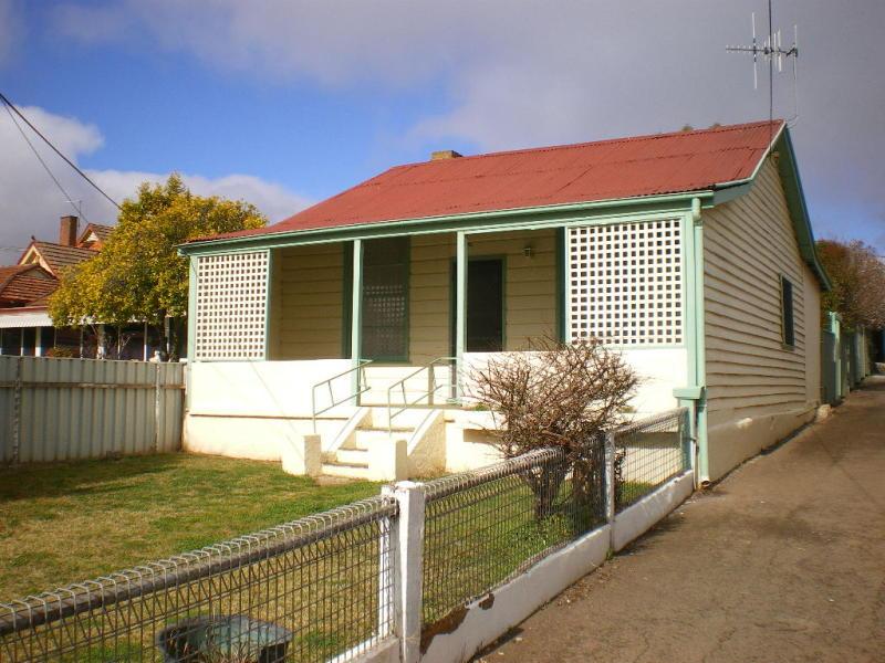 104B CLIFFORD STREET, Goulburn, NSW 2580