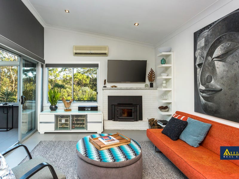 910 Henry Lawson Drive, Picnic Point, NSW 2213