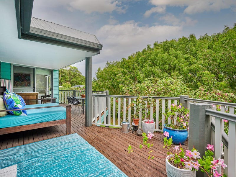 . Bulgoon Crescent, Ocean Shores, NSW 2483