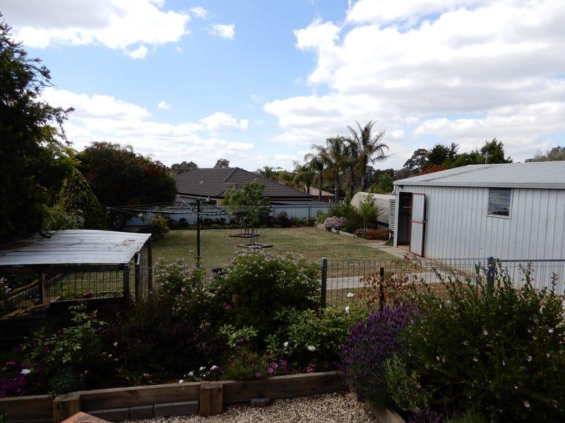 14 Yarunga Dr, Kangaroo Flat, Vic 3555