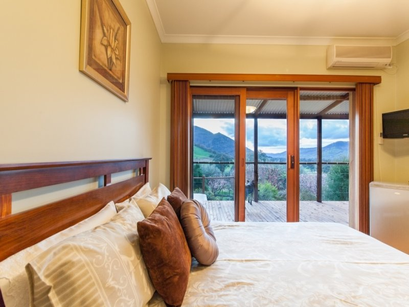 10645 Murray River Rd, Pine Mountain, Vic 3709