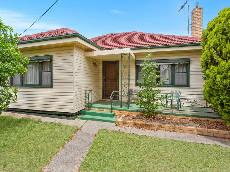 16 Hollow Street, Golden Square, Vic 3555