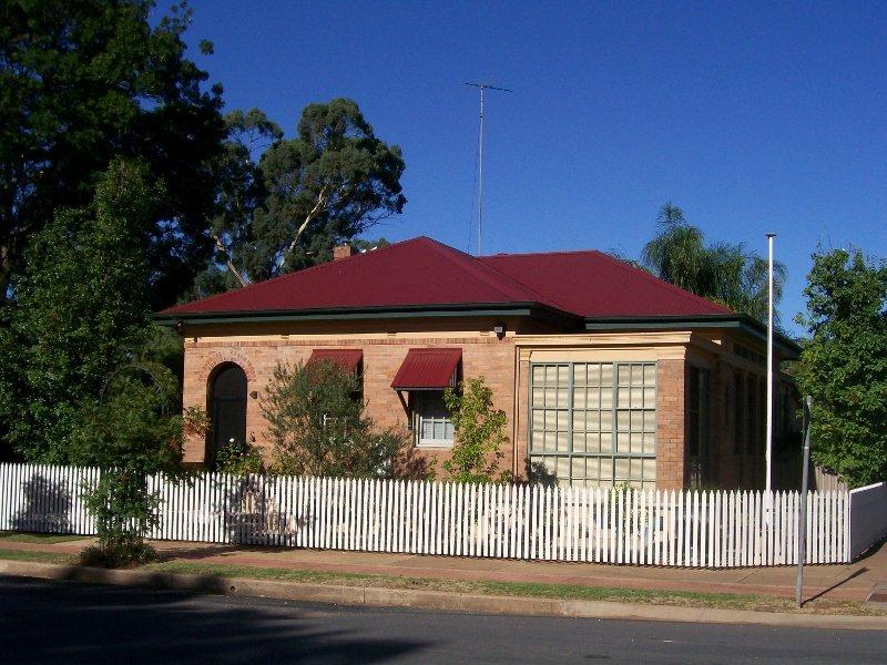 36 MILTHORPE ST, Oaklands, NSW 2646