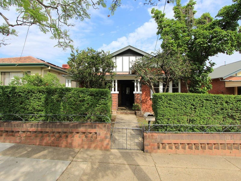 8 Macleay Street, Turvey Park, NSW 2650
