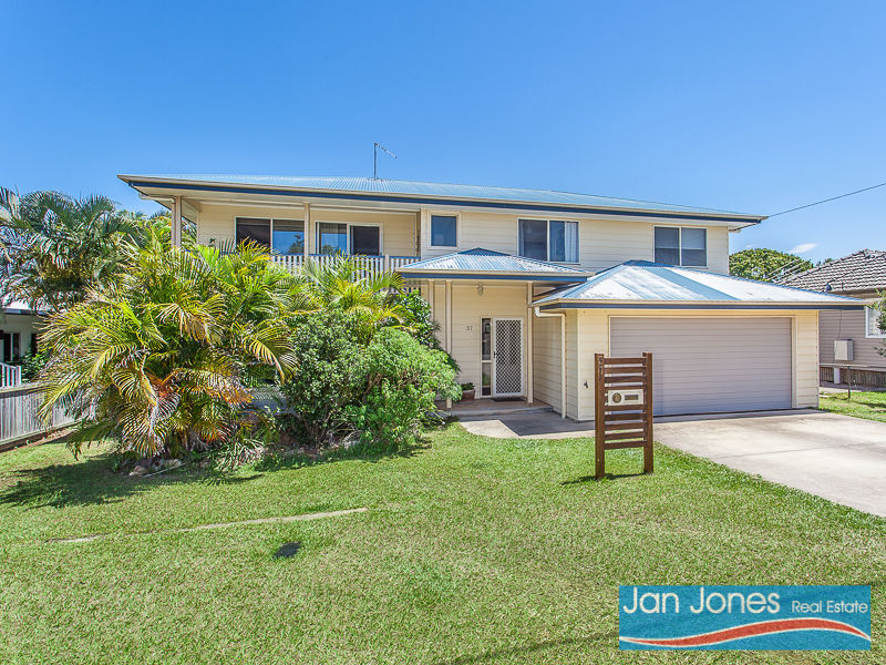 37 Collins Street, Woody Point, Qld 4019