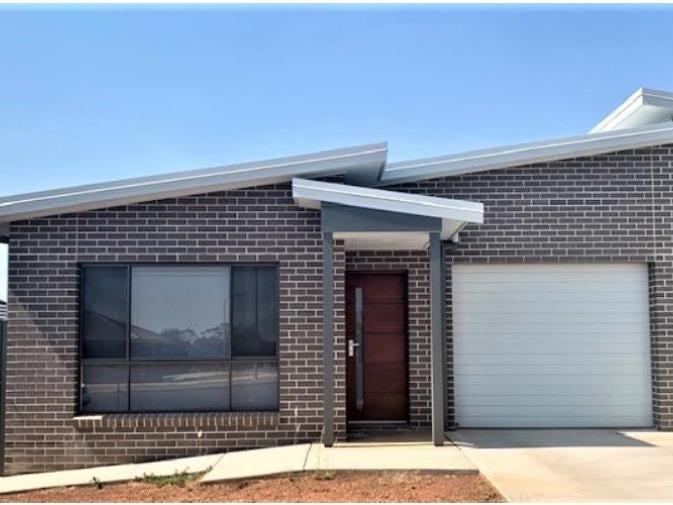 2/45 Currawong Drive, Tamworth, NSW 2340