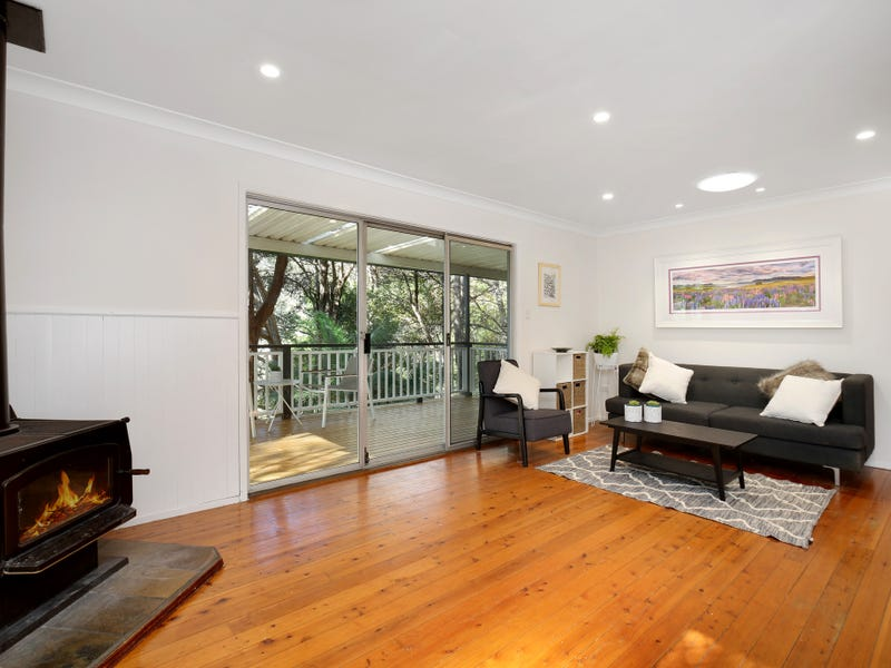 15 Coral Tree Place, Point Clare, NSW 2250