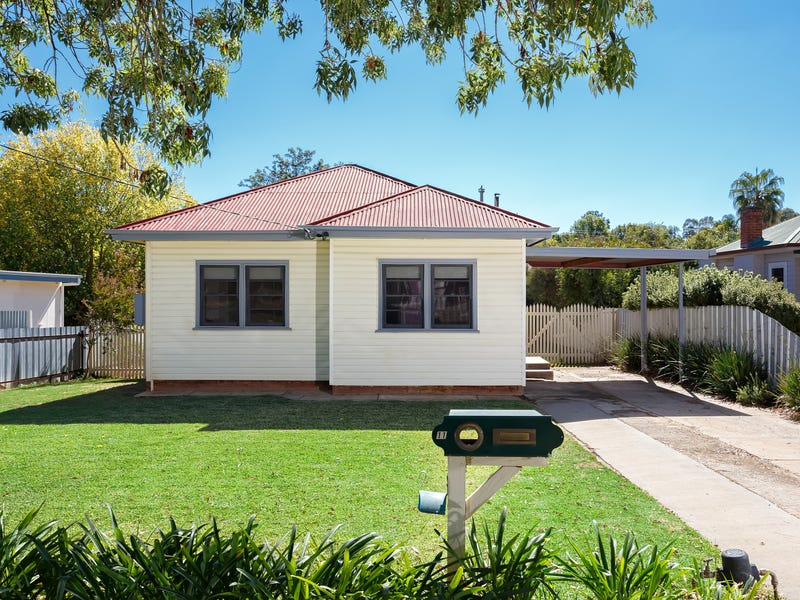 11 Heydon Avenue, Turvey Park, NSW 2650