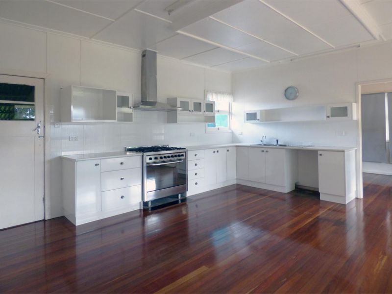 21 Park Rd, Crows Nest, Qld 4355