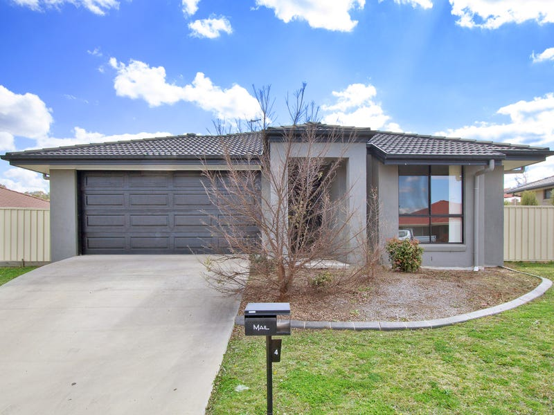4 Earle Page Drive, Armidale, NSW 2350