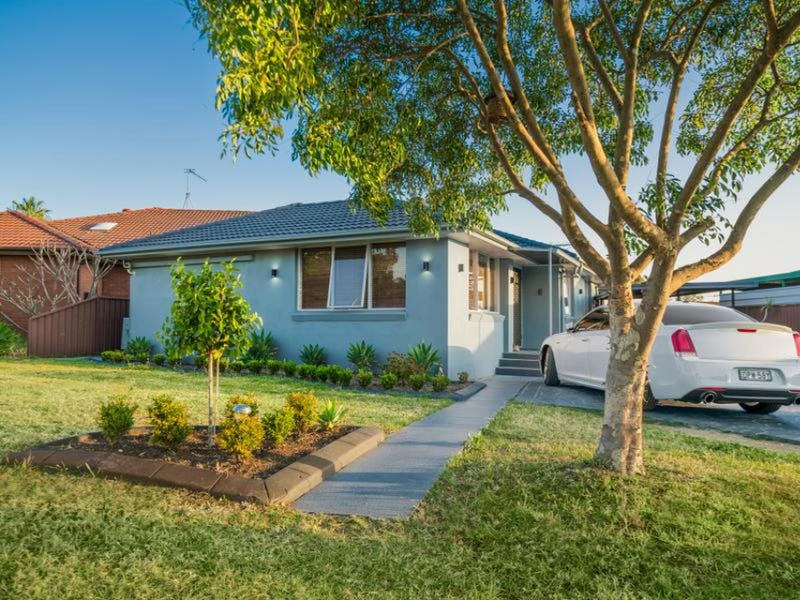 18 Charlton Place, St Clair, NSW 2759