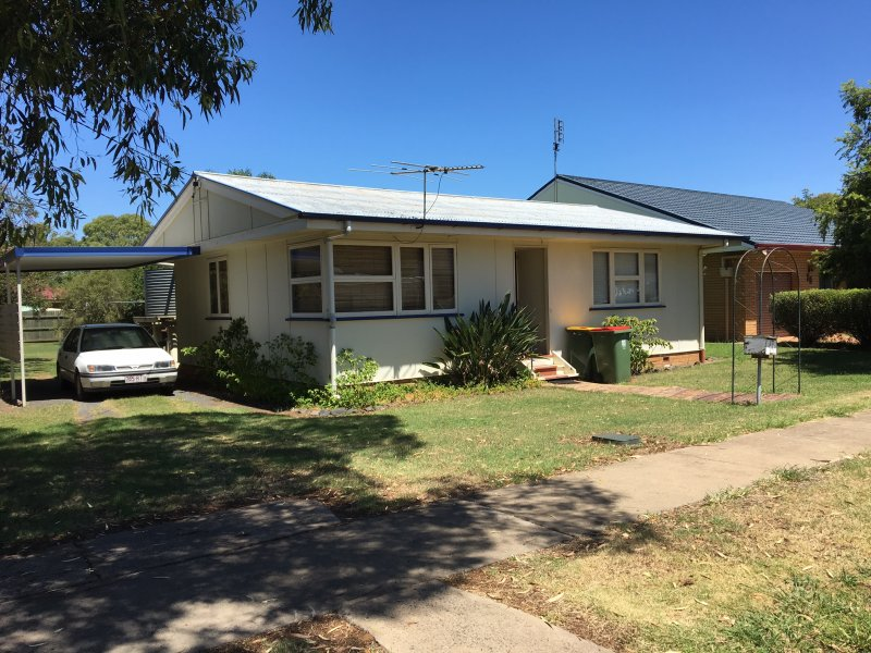 17 Cherry Street, Oakey, Qld 4401