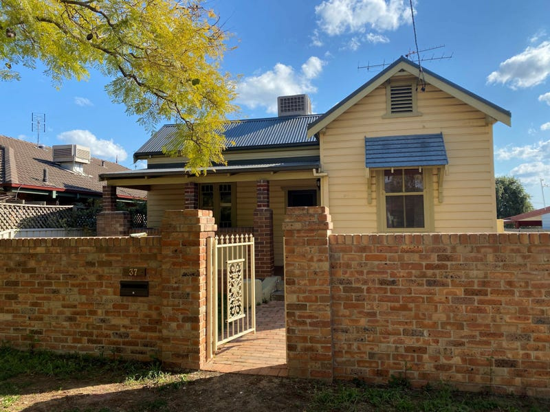 37 Crown Street, West Tamworth, NSW 2340