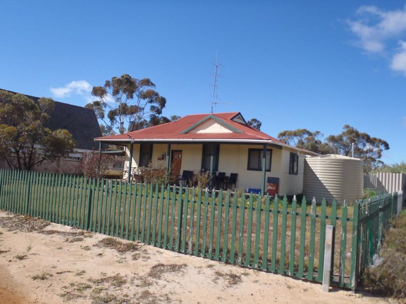 14 Railway Avenue, Harrismith, WA 6361