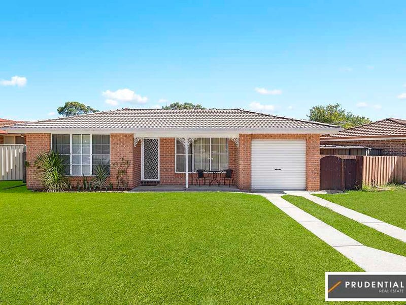 10 Briggs Place, St Helens Park, NSW 2560