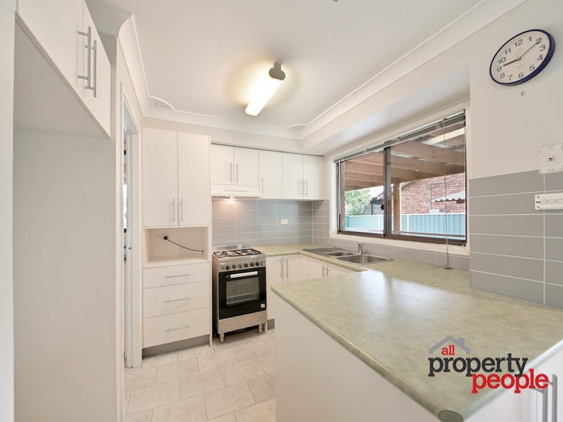 2 Hyacinth Avenue, Macquarie Fields, NSW 2564
