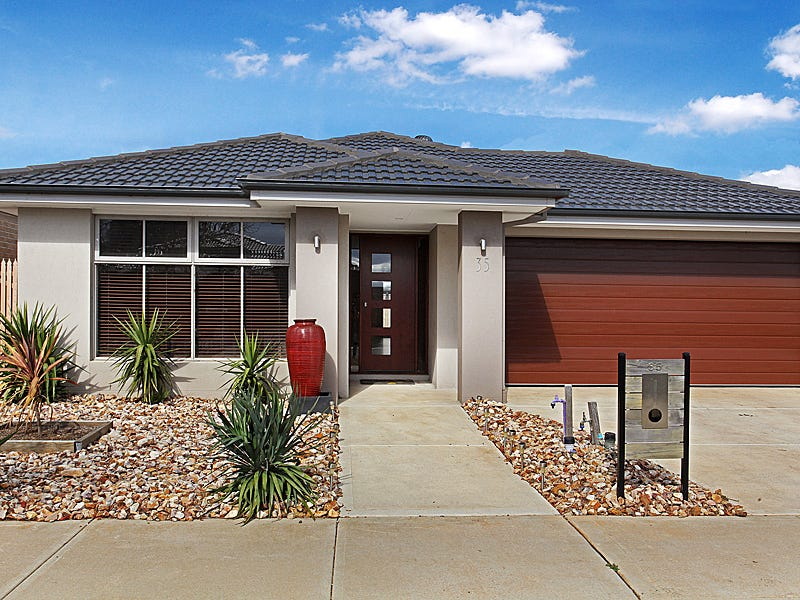 35 Blakewater Crescent, Melton South, Vic 3338