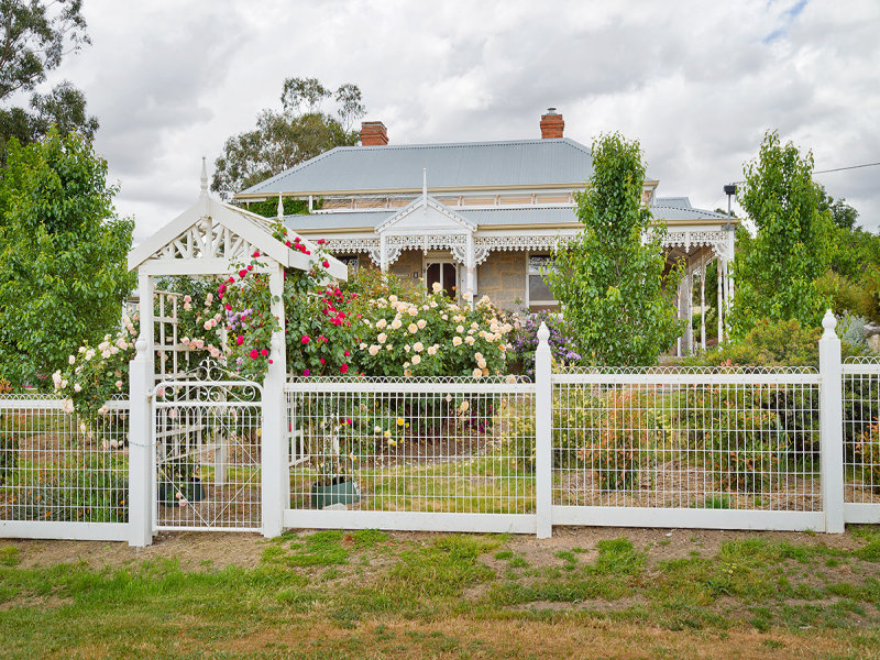 8 Doctor Barkers Lane, Harcourt North, Vic 3453