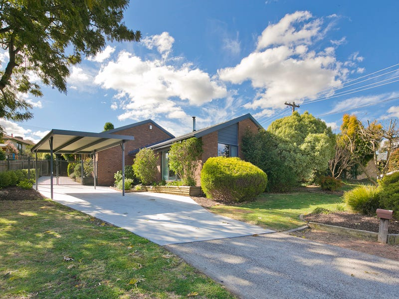 9 Hinchcliffe Place, Spence, ACT 2615
