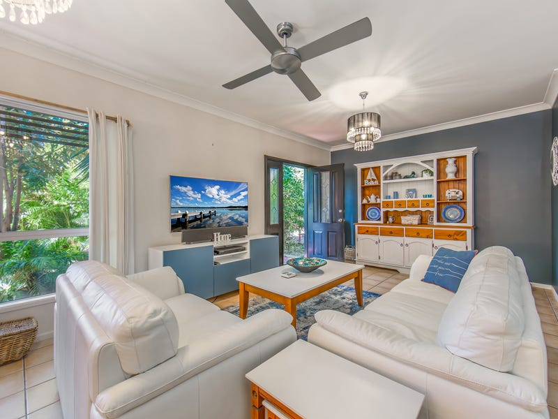 17 Collins Street, Woody Point, Qld 4019
