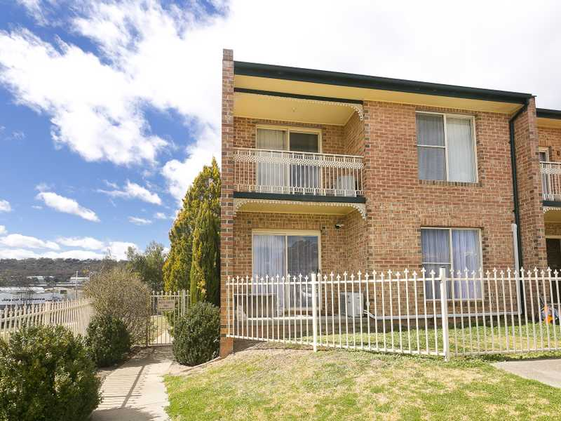 1/44-46 Carrington Street, Queanbeyan, NSW 2620