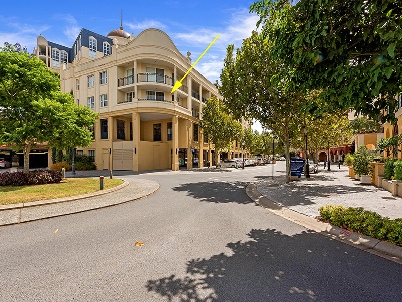 1021/3029 The Boulevard, Carrara, Qld 4211