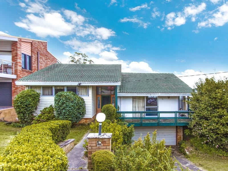 11 Penang Street, Point Clare, NSW 2250