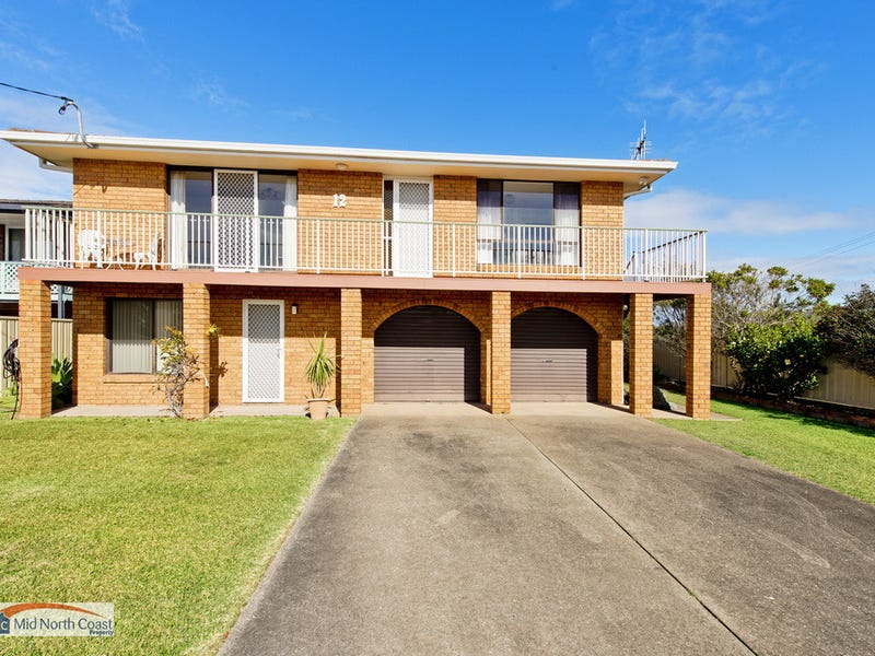12 Middle Rock Road, Lake Cathie, NSW 2445