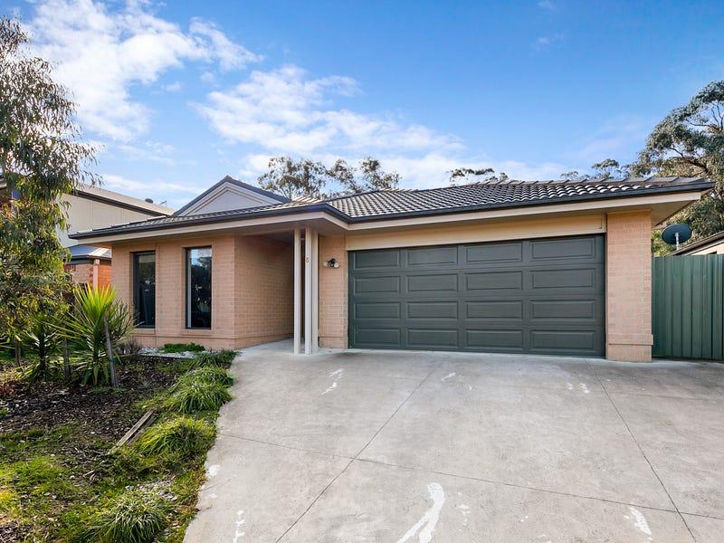 6 Fossickers Grove, Ballarat East