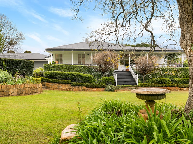 11 Curzon Street, Mount Lofty, Qld 4350