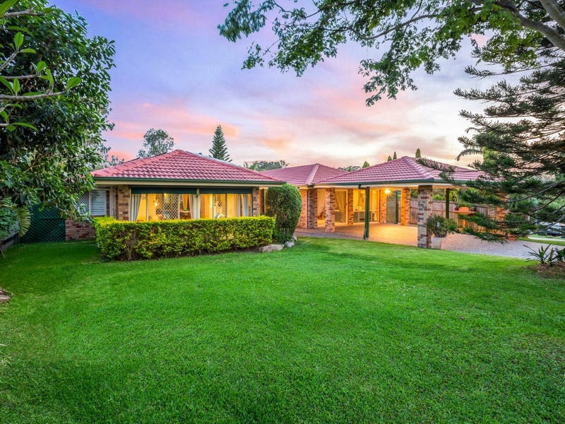 15 McConnell Crescent, Brookfield, Qld 4069