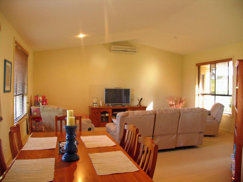 17 Jonnell Heights, Pampoolah, NSW 2430