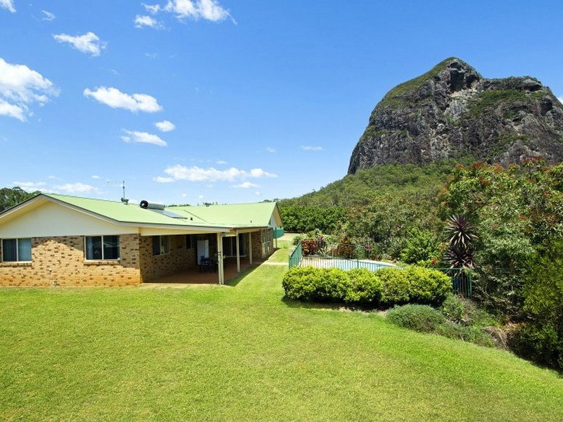 21 burns road glass house mountains