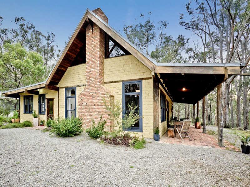 90 McKinnon Terrace, Christmas Hills, Vic 3775