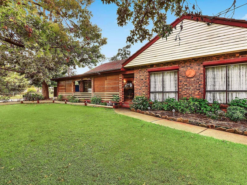 42 Racecourse Avenue, Menangle Park, NSW 2563