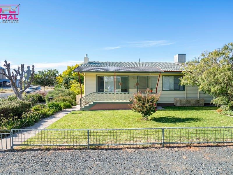 122 Camp Street, Temora, NSW 2666