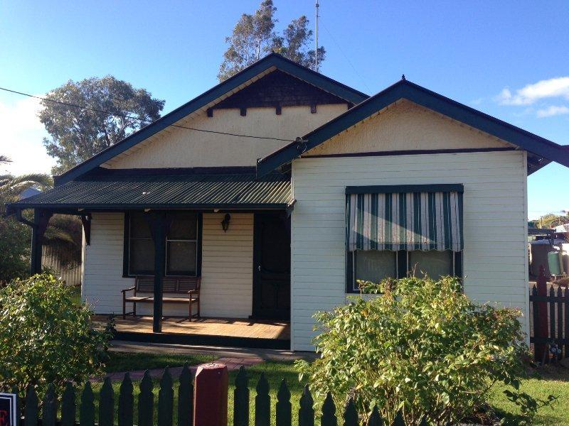 459 Poictiers Street, Deniliquin, NSW 2710