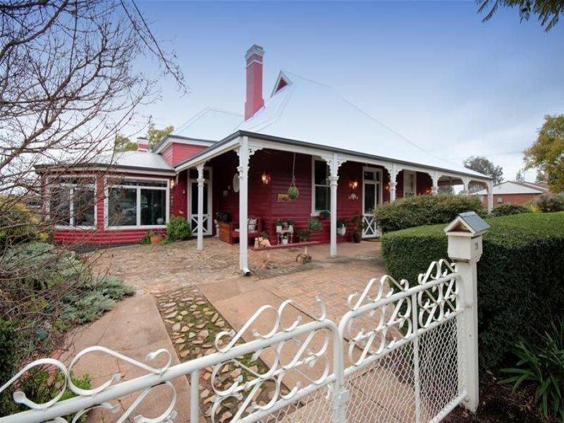 28 Loughnan Street, Wagga Wagga, NSW 2650