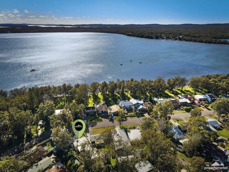 18 Lakeshore Avenue, Kingfisher Shores, NSW 2259