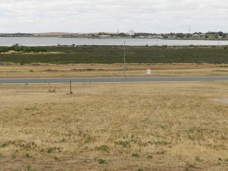 24 Oscar Williams Drive, Streaky Bay, SA 5680