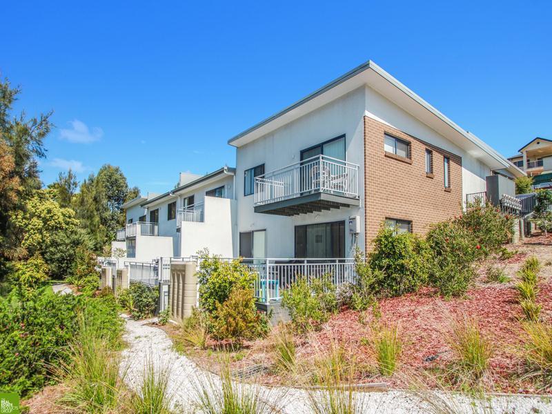 1/15 Hingston Close, Lake Heights, NSW 2502