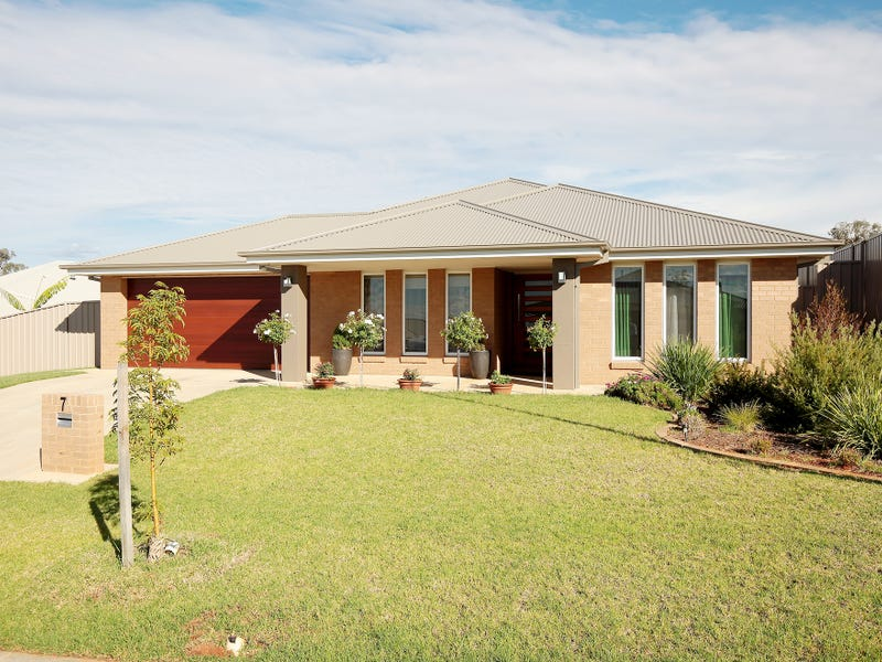 7 Pooginook Place, Bourkelands, NSW 2650