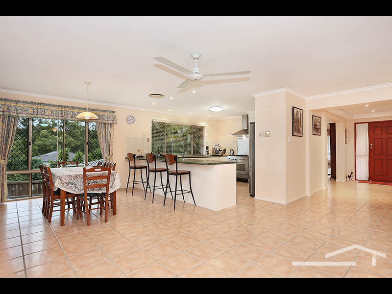 4 Toressian Place, Cashmere, Qld 4500