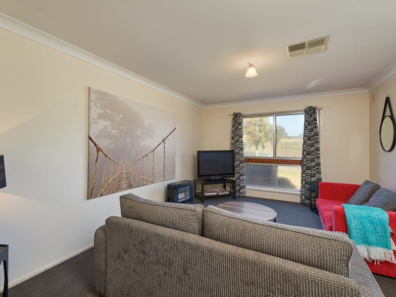 39 Leavenworth Drive, Mount Austin, NSW 2650