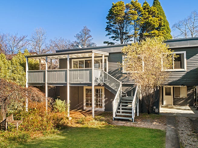 11 Mimosa Avenue, Wentworth Falls, NSW 2782