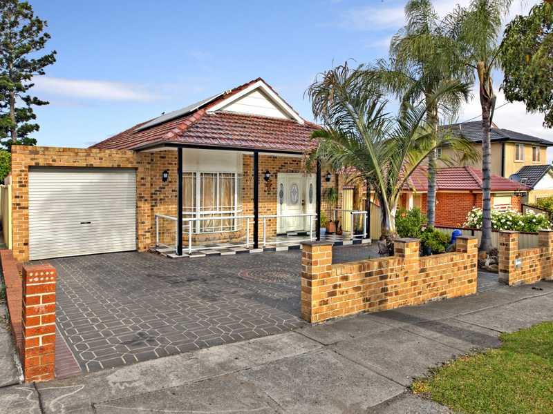 23 Hillcrest Avenue, Greenacre, NSW 2190