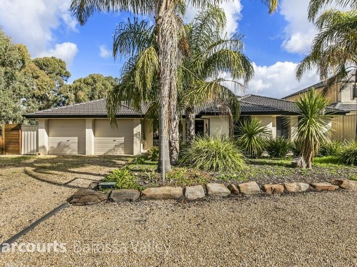20 Reg Smith Crescent, Williamstown