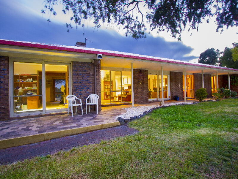 59 Hampton Court, Longford, Vic 3851