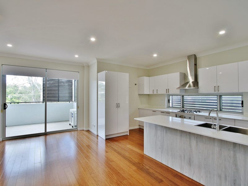 847 Logan Road, Holland Park West, Qld 4121